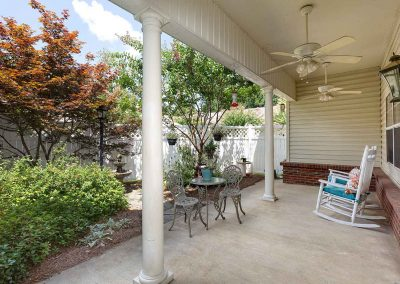 The Pinnacle of Southaven - assisted living porch area
