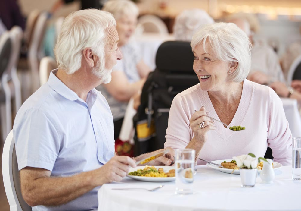 Assisted Living and Memory Care Couple Eating - The Pinnacle of Southaven